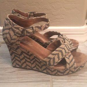 Toms platform sandals